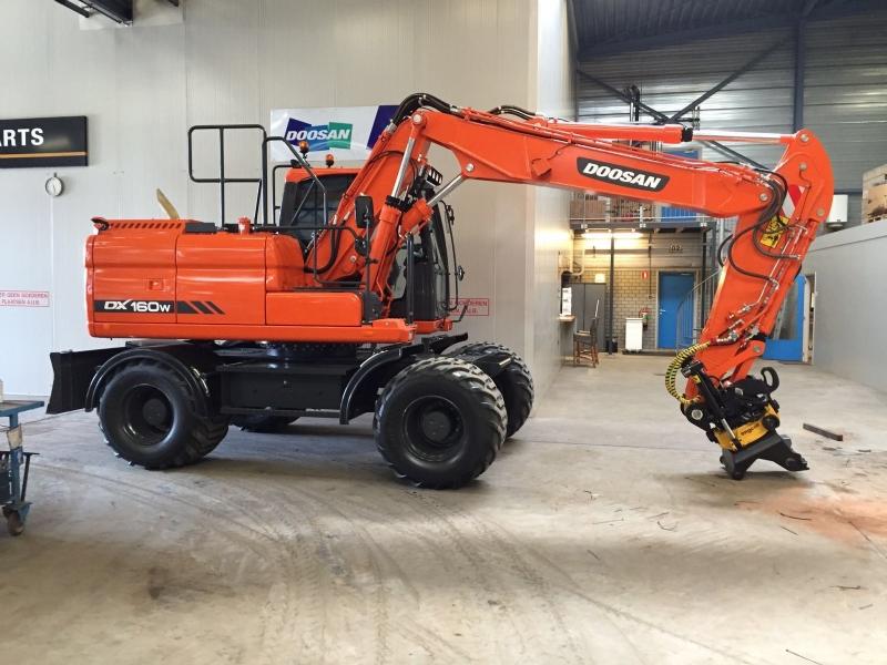 Nieuwe Doosan DX160W-3 voor Dijkshoorn