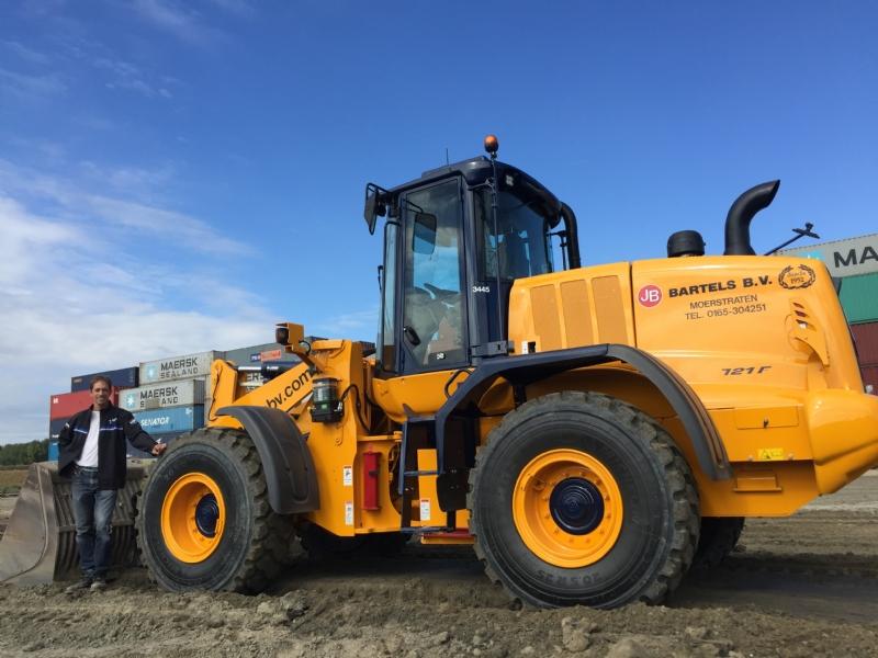 2 Nieuwe Case shovels voor Bartels uit Moerstraten