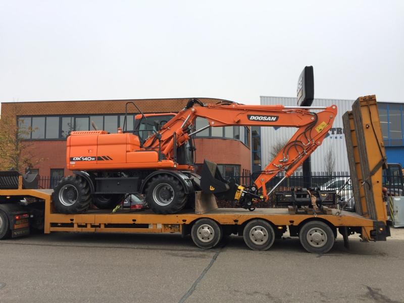 Doosan DX140W-3 voor Van Winden